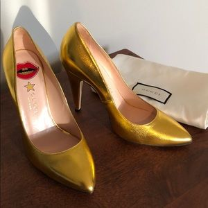 Authentic Gucci metallic Gold pumps 38.5
